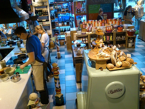 Learn to cook like a master chef at Jamie Oliver's Recipease. Flickr: a_marga