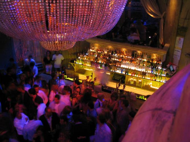 L.A. Nightclub - Flickr: Bruce Turner