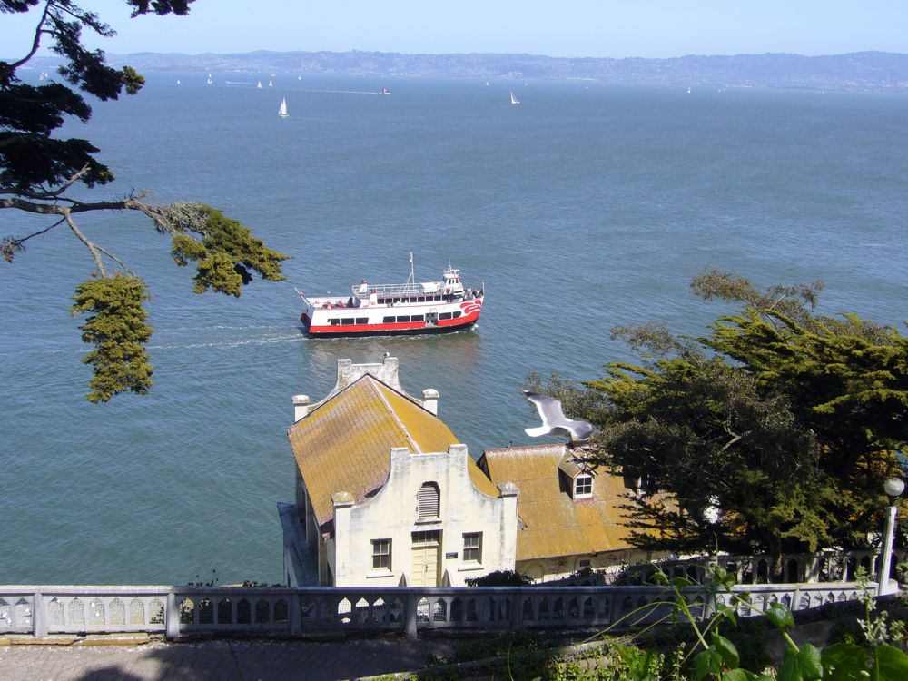 San Francisco Bay Cruise: 25% OFF W/MOBILE-FRIENDLY COUPON! This exciting trip along San Francisco's historic waterfront takes you under the Golden Gate Bridge, past Sausalito, by Angel Island and around Alcatraz. Along the way, you'll be entertained with .